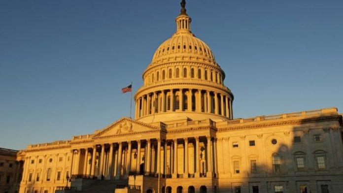 Senadores democratas preparam novo plano imigratório